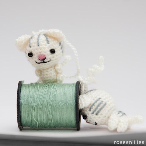 Tiny Amigurumi Cats Roses n Lilies